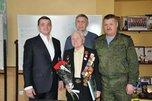 Глава администрации Уссурийска вручил 93-летнему ветерану восстановленный орден