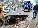 На Владивостокском шоссе ведутся работы по устранению аварии на канализационном коллекторе