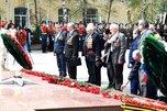 Уссурийцы возложили венки и цветы к мемориалам памяти