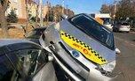 В Уссурийске девушка за рулём такси залетела на автомобиль