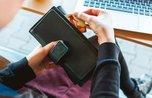 Девочка-подросток украла деньги с карты знакомого в Уссурийске