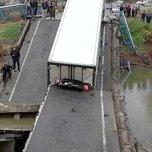 Водителю фуры, под которой упал мост в Осиновке, изменили условный срок на 4 года колонии-поселения