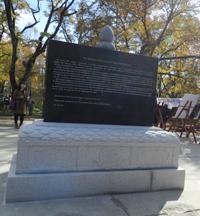 Новый памятник появился в небольшом парке на улице Лермонтова