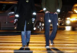 Пешеходов Уссурийска обяжут носить светящиеся стикеры