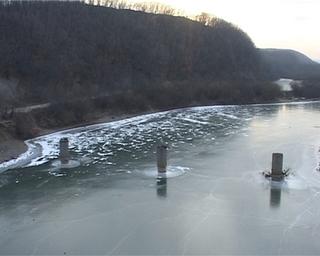 Футбол на льду в открытых водоёмах придётся отложить до глубокой зимы