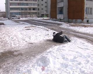 За лёд во дворах управляющим компаниям грозит штраф