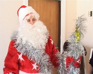 Дед Мороз в юбке: как объяснить детсадовцу, почему роль сказочного деда  играет воспитатель?