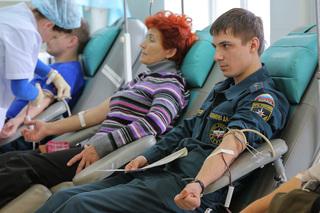 Более 100 сотрудников МЧС сдали кровь для жителей Приморья