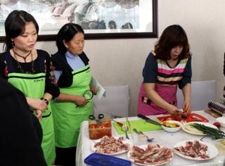 Мастер-класс приготовления блюд корейской кухнипрошёл в кафе «Лотос» Корейского культурного центра