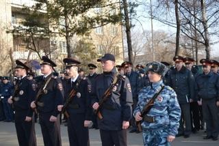 14 молодых сотрудников полиции приняли присягу в День ветеранов МВД в Уссурийске