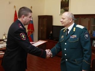 Начальник УМВД Приморья вручил благодарность атаману Уссурийского казачьего войска