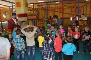 «Сказочный» праздник отметили воспитанники детдома и реабилитационного центра Уссурийска
