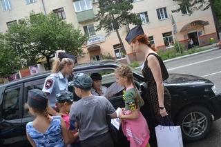 Сотрудники ГИБДД и школьники Уссурийска провели флэшмоб «За безопасность на дороге»
