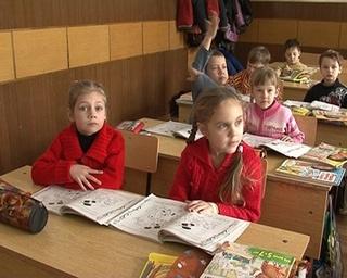 Шестилетки зимой пошли в школу. Правда, в субботнюю