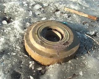 Как во дворе дома появилась противотанковая мина?