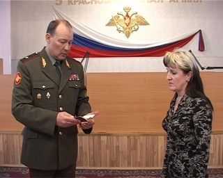 Матери погибшего Марата Асфандиярова вручили Георгиевский крест 4 степени