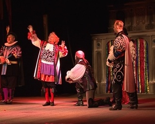 Актеры из Владивостока учат уссурийцев танцам