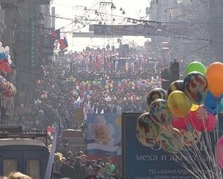 Уссурийцы прошли в колонне по улицам приморской столицы