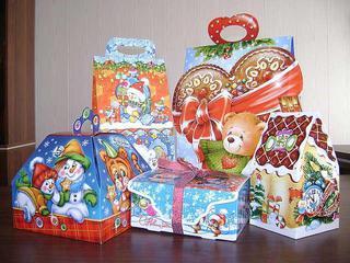 Новогодние подарки  продолжают выдавать детям в Уссурийске