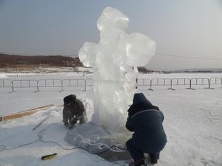 Ледяной крест установили на Кугуковском водохранилище в Уссурийске