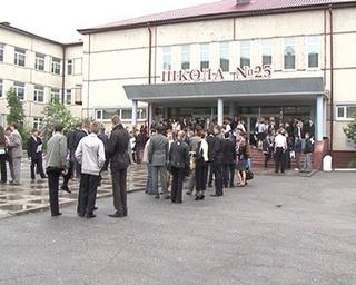 600 выпускников Уссурийска сдали информатику и биологию