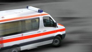 Мужчина погиб, упав крыши многоэтажки возле школы в Уссурийске