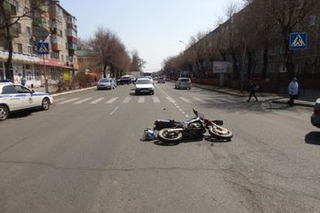Мотоциклист сбил на зебре двух пешеходов в Уссурийске