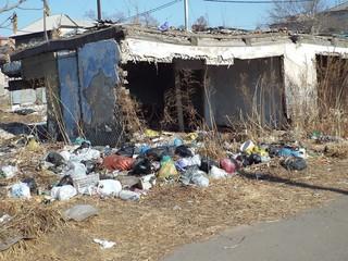 Стихийные свалки то и дело появляются на улицах Уссурийска