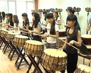 12 часов в сутки, чтобы научиться играть на барабанах