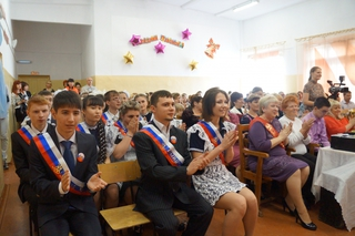 Последний звонок прозвенел в школах Уссурийска для выпускников
