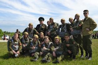 Суворовцы Уссурийска шагнули в небо