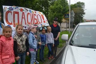 Школьники совместно с сотрудниками ГИБДД провели акцию