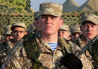 100 уссурийцев обрели статус военнослужащего по контракту