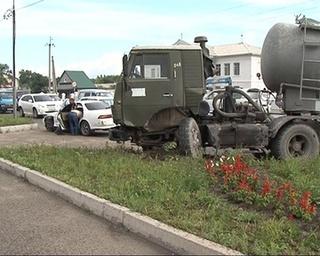 ДТП в районе Ледовой арены: разбиты 4 автомобиля