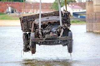 Военный грузовик времен ВОВ подняли со дна реки
