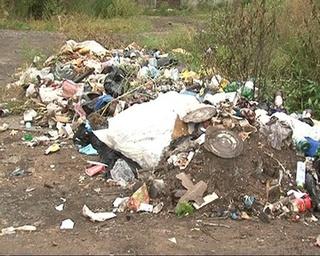 Жители сами мусорят и жалуются на этот мусор