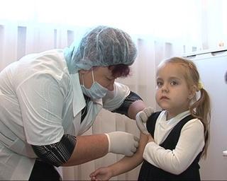 Только каждому второму ребенку сделали прививку от гриппа