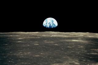 Робот закопает на Луне волосы и фотографии землян