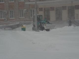 Уборка снега продолжается в Уссурийске