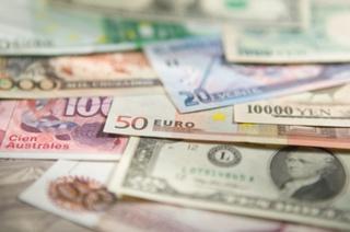 В каком из Уссурийских банков выгоднее приобретать и продавать валюту?