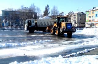 Администрация округа предпринимает все усилия для очистки города от снега