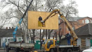 Демонтаж незаконных рекламных конструкций проводят в Уссурийске