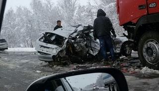 Страшная авария на трассе Уссурийск-Пограничный: седан врезался в большегруз