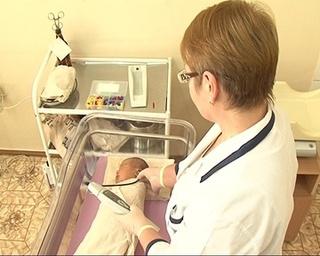 Нарушения слуха у новорожденных определят в роддоме