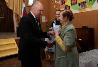 Вручение юбилейных медалей Победы продолжается в Уссурийске