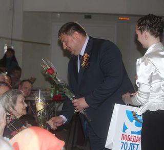 Вручение медалей в канун празднования 70-летия Победы ветеранам ВОВ продолжается в Уссурийске