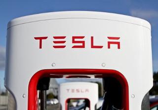 Tesla будет выпускать аккумуляторы для жилых домов