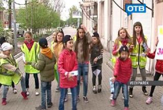 Сотрудники ГИБДД Уссурийска устроили флешмоб на дороге