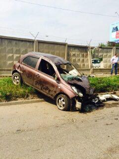 Авария на улице Комсомольской оставила дыру в бетонном заборе