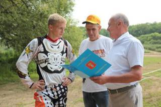 Мэр города поздравил с победой молодого гонщика из Уссурийска